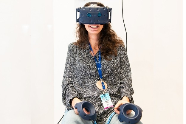 Engage young physicians_Girl uses VR Tech_AIM Group International